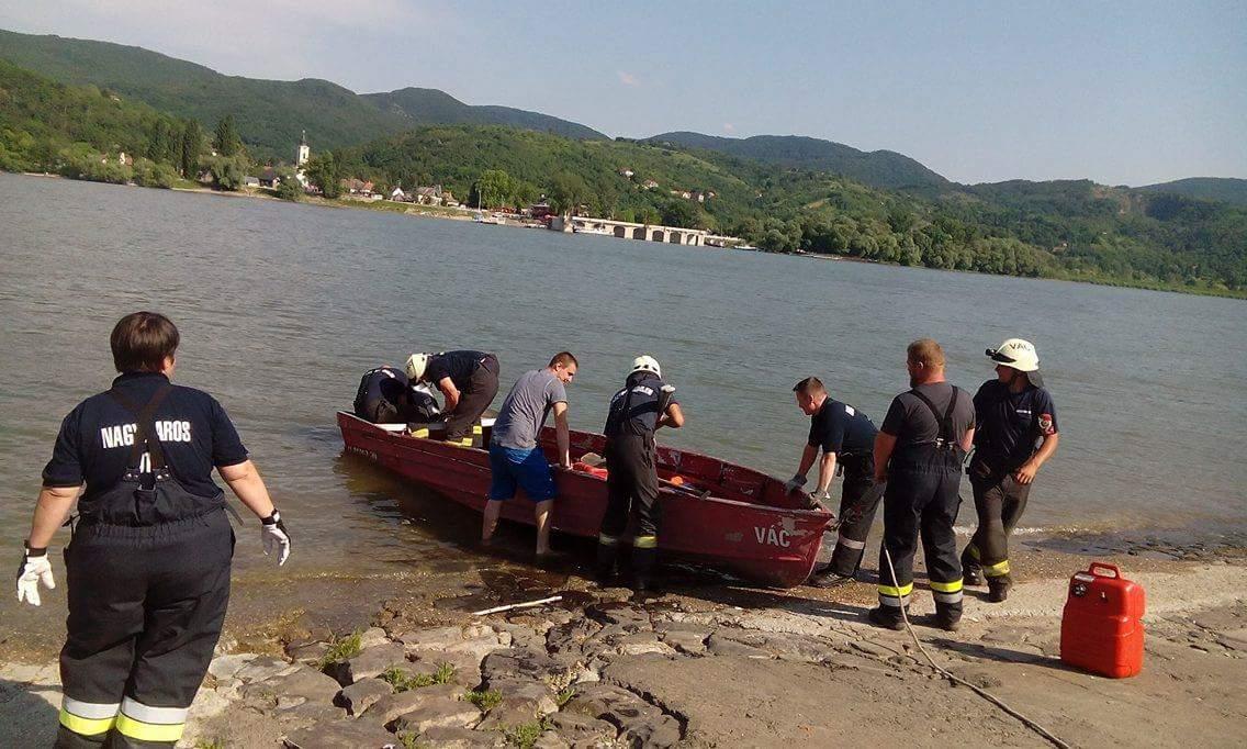 Dunabogdánynál a Dunán egy csónak elakadt